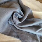 серо-голубая ткань из льна