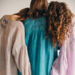 Батистовая рубашка из крапивы Лаванда, Лазурный и Светлый тауп сзади фото