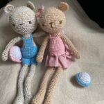 парочка вязанных мишек
