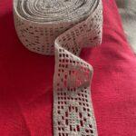 вязаное кружево серого цвета