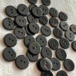 черные пуговицы из перламутра