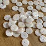 Перламутровые пуговицы белые