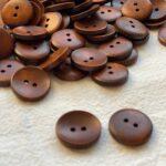 лакированные деревянные пуговицы