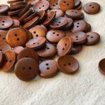 пуговицы деревянные коричневого цвета