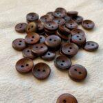 круглые деревянные пуговицы