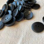 черные деревянные пуговицы