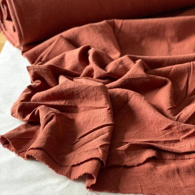 ткань из крапивы кирпичного цвета